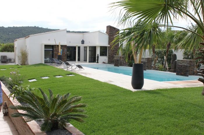 Construction d'une piscine et ses annexes